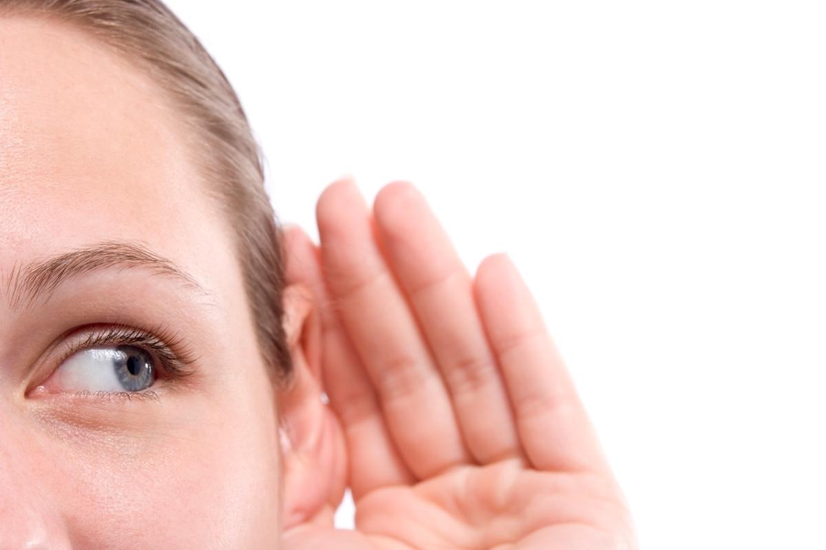 Mas se aprende escuchando que hablando